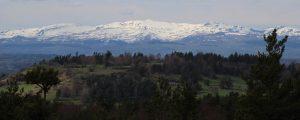 Vue du alvaire de recoux sur es monts du Cantal