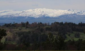 Vue du calvaire de Recoux sur les Monts du Cantal