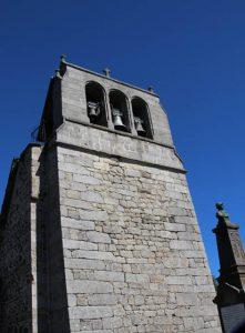 Campanile de l'église du bourg de Loubaresse